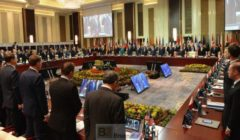 Minute de silence observée à la plénière du sommet de lASEM (crédit : CE)