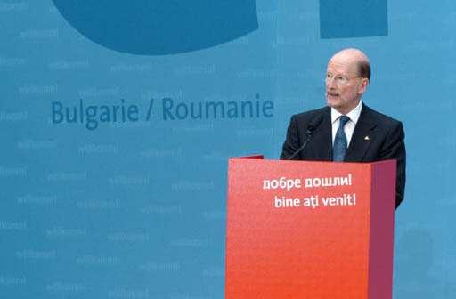 La fin d'un long parcours, la signature du traité d'adhésion avec la Roumanie et la Bulgarie