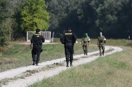 Tchèques et Slovaques en exercice commun de contrôle des frontières