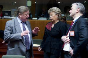 Ken Clarke, lhomme qui a sauvé le SME, selon JC Juncker (Ici avec la commissaire Viviane Reding et le Polonais Igor Dzialuk lors dun conseil Justice, novembre 2011, crédit : CUE / Archives B2)