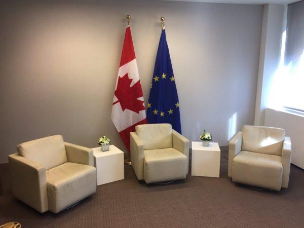 L'accord CETA signé avec le Canada en français / anglais
