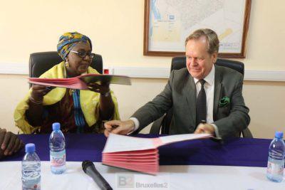 Le chef de la mission, Albrecht Conze, a signé l'accord au nom d'EUCAP (Crédit : Eucap Sahel Mali)