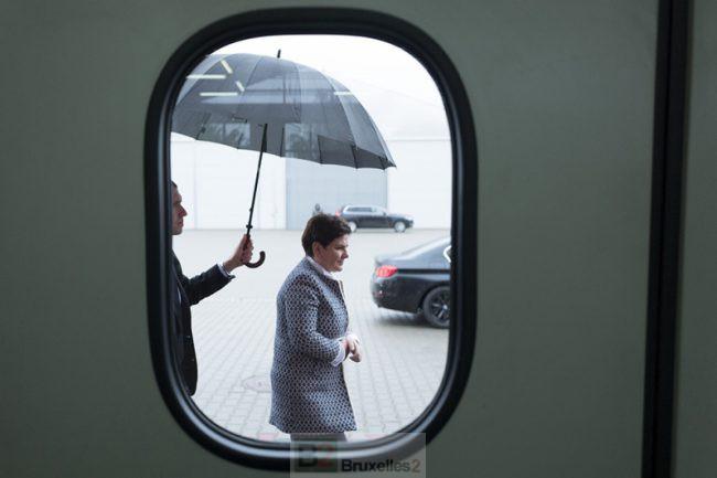 Beata a intérêt à sortir son parapluie. La bêtise au pouvoir à Varsovie