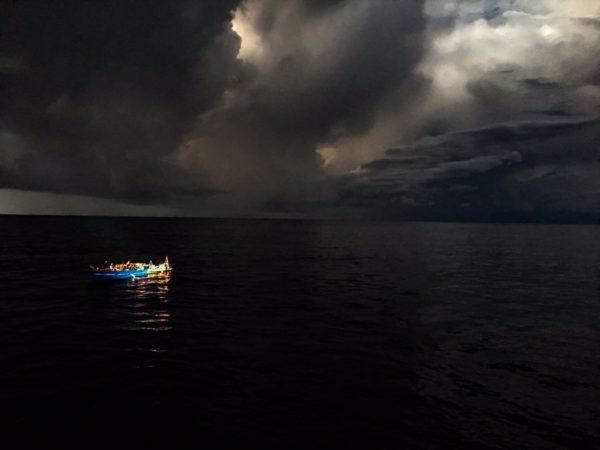 Méditerranée : pourquoi les arrivées de migrants chutent ? L'explication officielle un peu bidon ?
