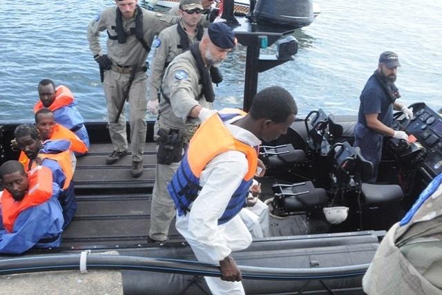 Les six pirates transférés aux Seychelles