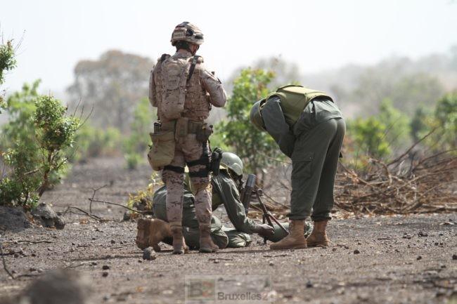 Formation au tir de mortier et logistique à Kalifabougou