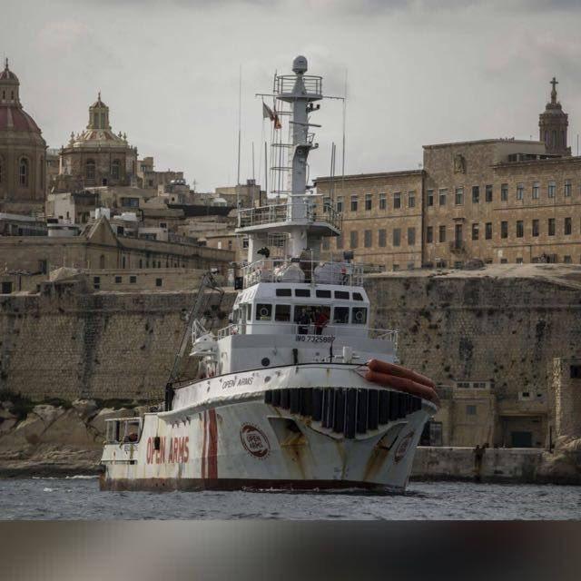 Le navire de Proactiva saisi par les autorités italiennes. L'ONG accusée d'association criminelle (V5)
