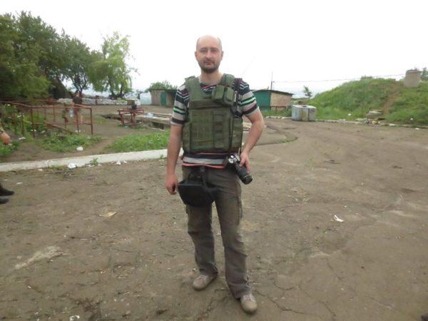 Un journaliste russe critique tué à Kiev ? (V2)