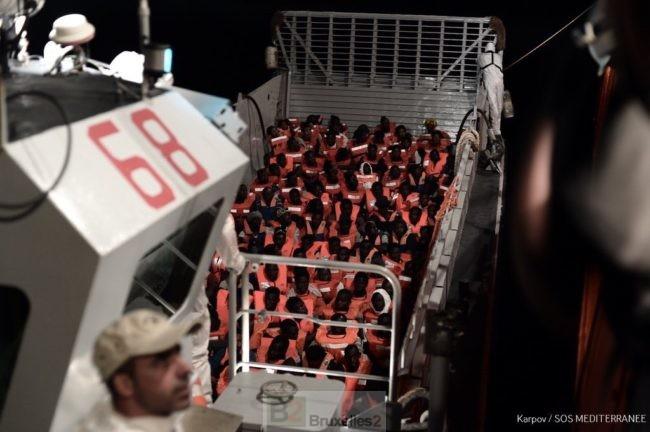 Méditerranée : L'Italie ferme ses ports aux migrants et viole le droit de la mer (V3)