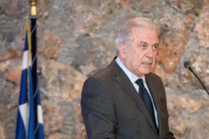 Accord de Prespa. Le commissaire Avramopoulos fait dissidence. La Commission ne dit mot