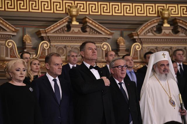 L'état de droit ne se marchande pas. Tusk et Juncker admonestent Bucarest