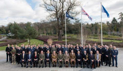 Le Royaume-Uni abaisse le drapeau européen sur Northwood