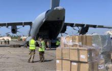 Un A400M de la Royal Air Force convoie de l'aide humanitaire au Mozambique