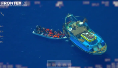 Un bateau mère de passeurs pris sur le fait au large de Lampedusa (V3)