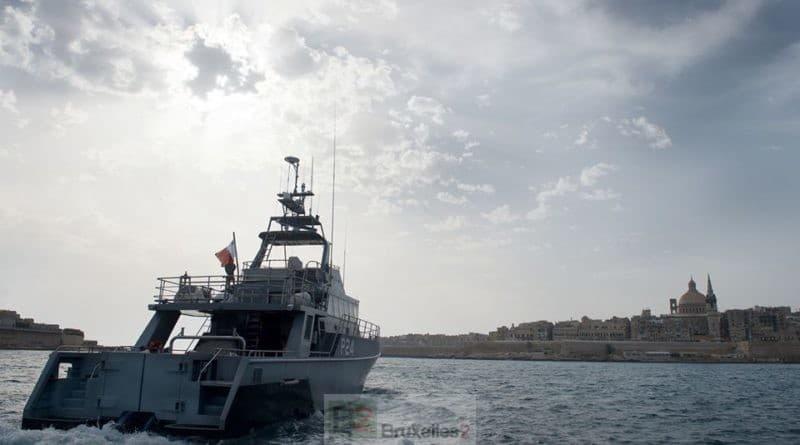 Des centaines de migrants retenus au large de Malte dans des prisons flottantes. L'affaire Captain Morgan devient européenne